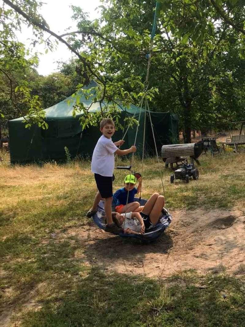 Schaukeln auf der Farm
